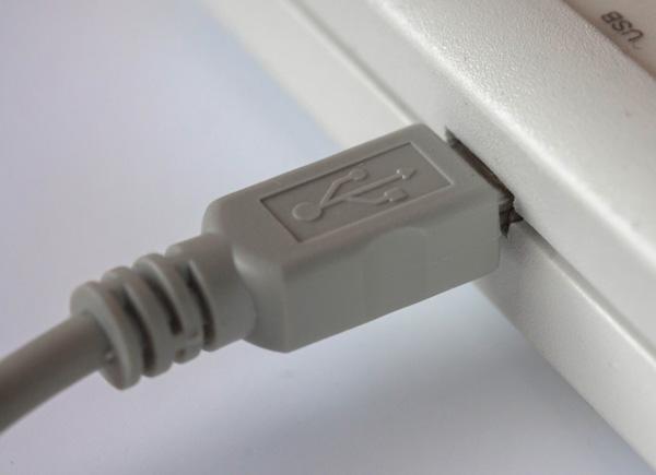 2 Подключаем «ВедаПульс» к компьютеру с помощью USB-кабеля